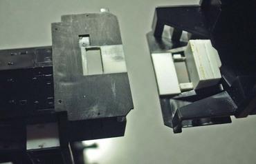 アサーンのディーゼル機キットをボディマウント・カプラーにしようと、内側にブロックを接着したら、表面が凹んできた